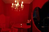 تصميم ديكور العرئس بالأحمر والأسود